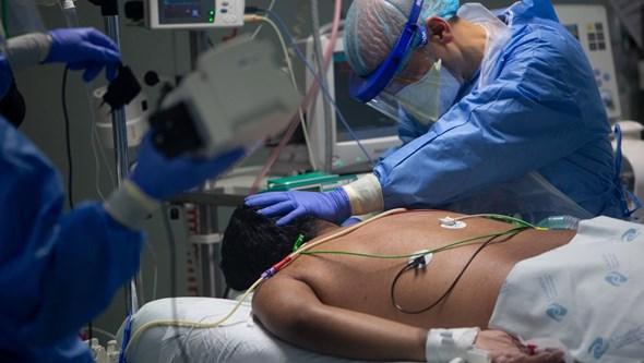 Internados com Covid-19 continuam com sintomas meses depois da infeção