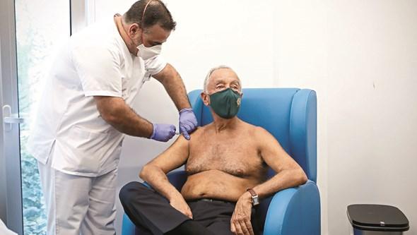 Presidente Marcelo garante que há vacinas contra a gripe para todos