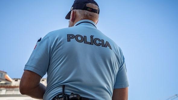 Adepto do Benfica atacado com 'tocha' na rua em Braga por estar a utilizar camisola do clube