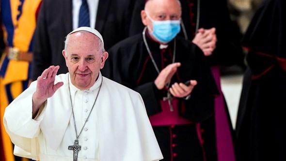"""""""Nunca se verá essas pessoas a protestar contra a morte de Floyd"""": Papa Francisco indignado com negacionistas da pandemia"""