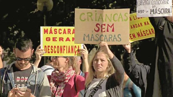 Falta de máscara na rua dá multa até 500 euros