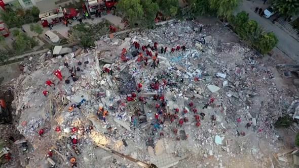 Imagens de drone mostram danos causados por sismo de 7.0 na Turquia