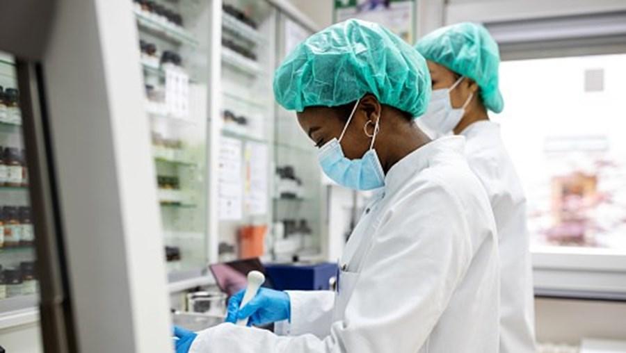 Cientistas portugueses descobrem antibióticos que podem curar a sépsis