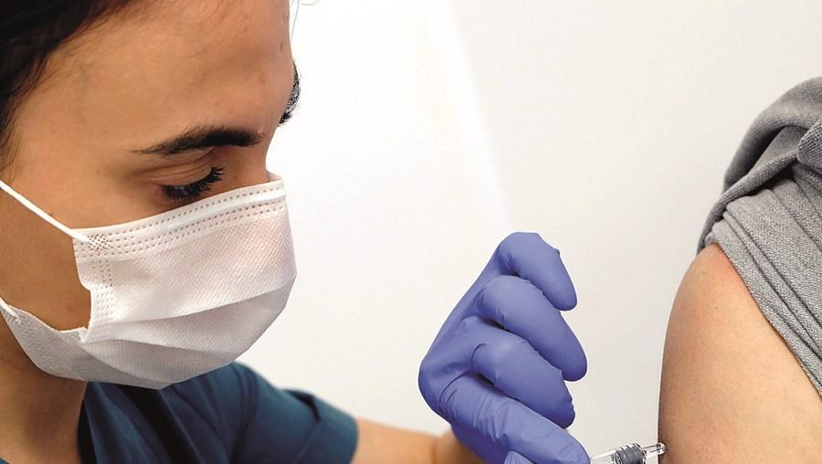 Terceira fase dos testes da vacina da Johnson envolve 60 mil voluntários