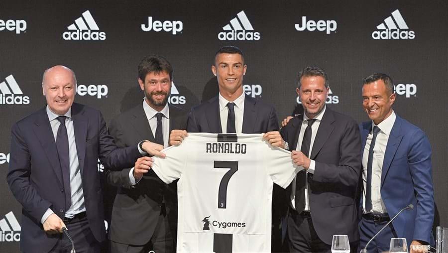 Cristiano Ronaldo foi contratado pela Juventus, controlada pela família Agnelli, no verão de 2018 e desde então é a principal estrela do clube italiano