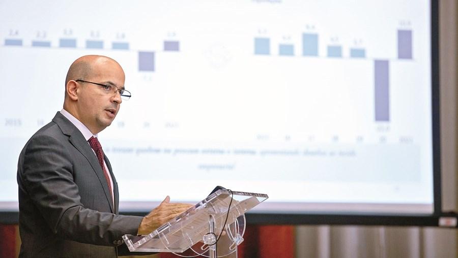Com menor retenção, o ministro das Finanças, João Leão, quer libertar para a economia 200 milhões de euros
