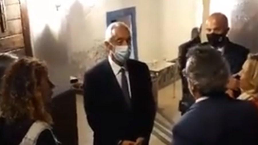 Marcelo dá aula a negacionista da Covid-19 que não usa máscara