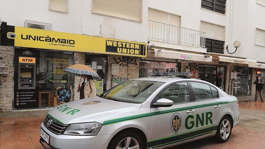 Gang armado foge com 25 mil euros em Almada