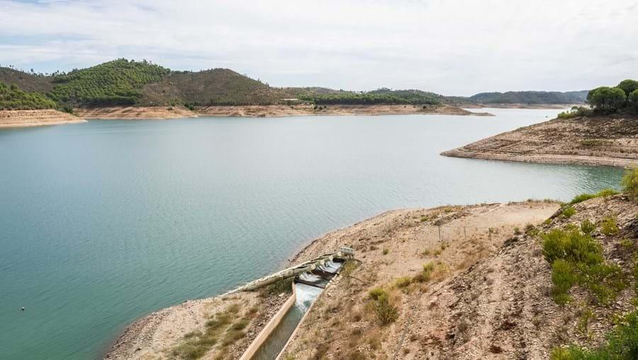 Barragem de Santa Clara, na freguesia de Santa Clara-a-Velha, em Odemira, está com reservas a 40%