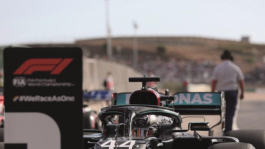 Lewis Hamilton foi o mais rápido nos treinos realizados no Algarve