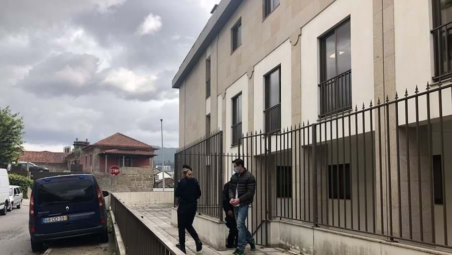 """Nuno Novais confessou, no Tribunal de Guimarães, que matou o pai para """"vingar"""" maus-tratos de infância"""