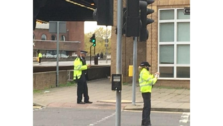 Ameaça de bomba obriga a evacuar centro comercial em Londres