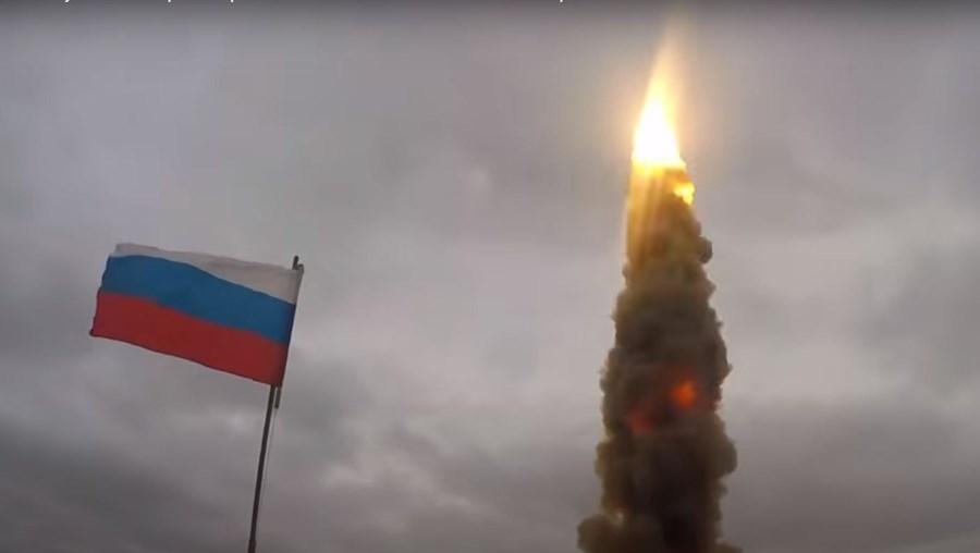 Rússia revela imagens do seu mais recente e poderoso míssil