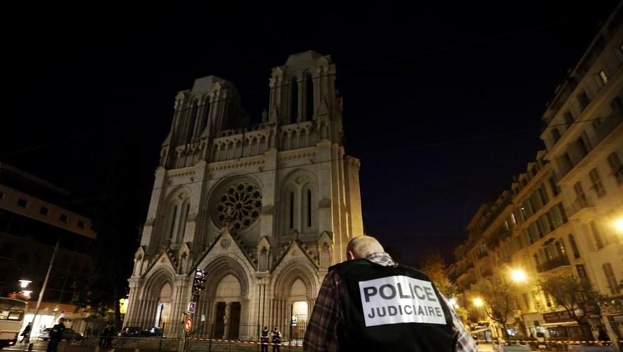 Ataque terrorista em Nice mata três pessoas