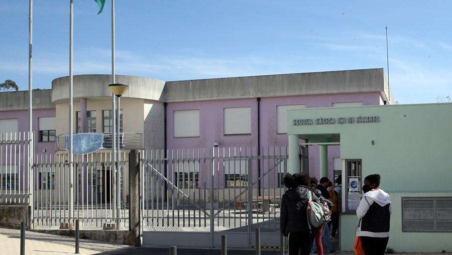 Advogado que representa pais das 2 menores diz que não se descarta a chamar a PSP na segunda-feira