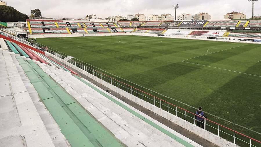 Estádio José Gomes, na Reboleira, está para venda em leilão por um valor mínimo de seis milhões de euros