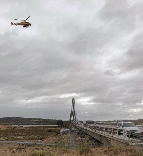 Helicóptero ajuda nas buscas