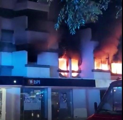 Incêndio num prédio no Estoril provoca dois feridos