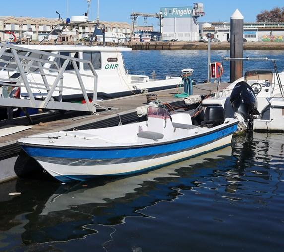 Embarcação onde seguia a droga foi apreendida