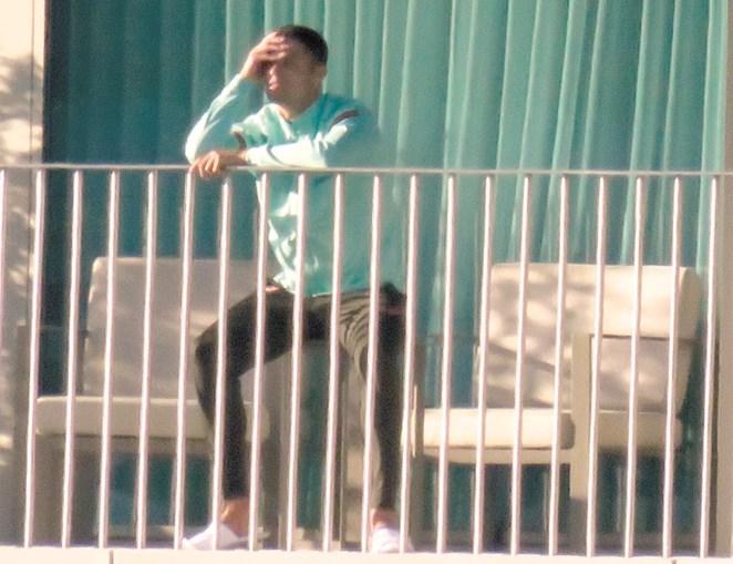 CM captou ontem imagens exclusivas de Ronaldo na varanda do quarto do centro de estágios