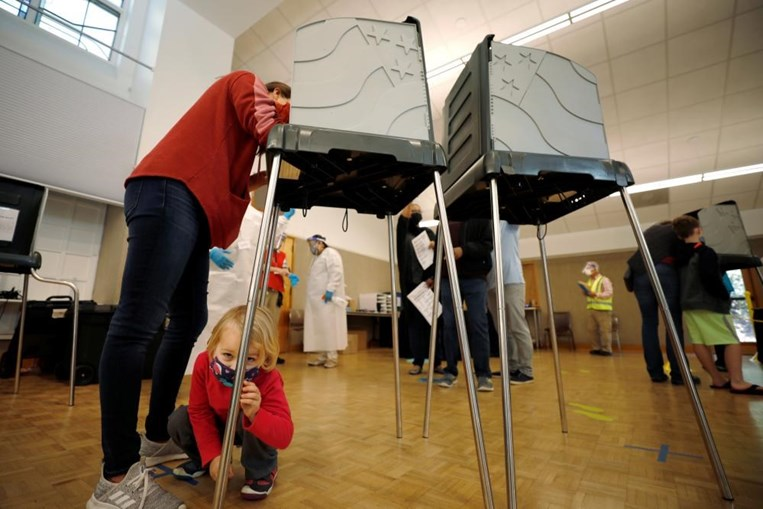 Eleitores de Durham registam o voto