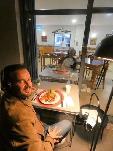 D.Emília volta a jantar com o filho no lar residencial