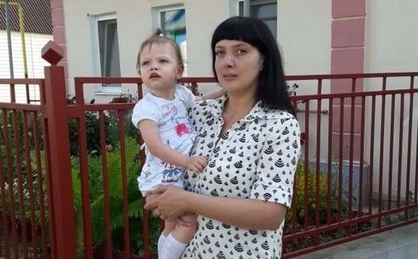 Natalia matou a filha Lisa, de três anos, à martelada