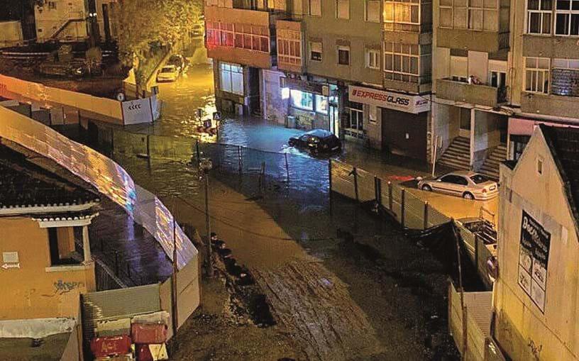 Em Sacavém, Loures, houve ruas inundadas e carros danificados