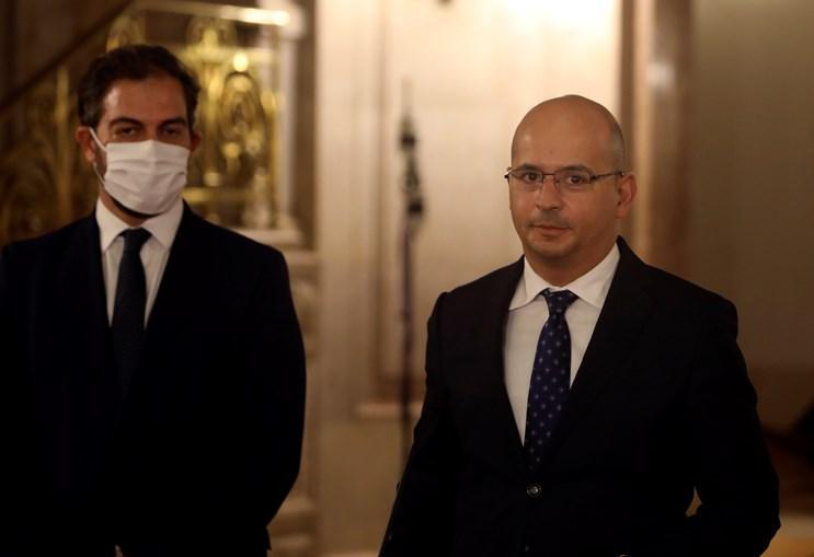 Ministro João Leão desdobra-se em contas. Secretário de Estado dos Assuntos Parlamentares (à esq.) é o negociador