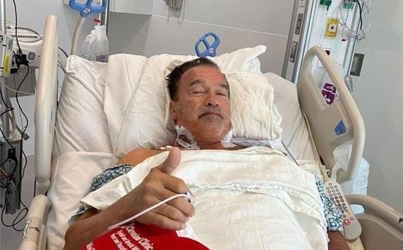 Arnold Schwarzenegger mostrou-se no hospital