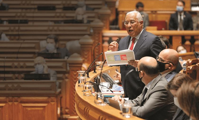 António Costa levou para o debate documento do Bloco para tentar desacreditar o partido sobre o novo apoio social