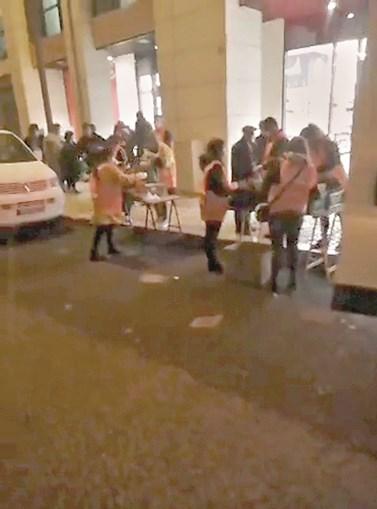 Associações de apoio aos sem-abrigo e Câmara Municipal de Lisboa têm versões diferentes sobre o que aconteceu