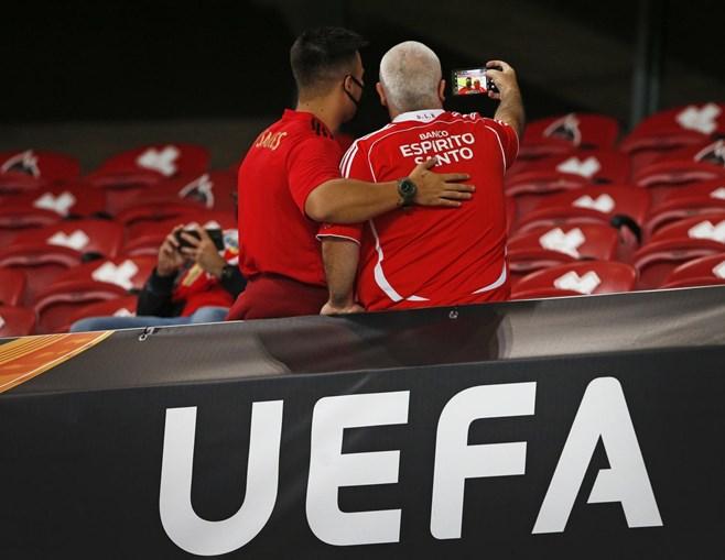 Estádio da Luz volta a receber adeptos do Benfica vários meses depois