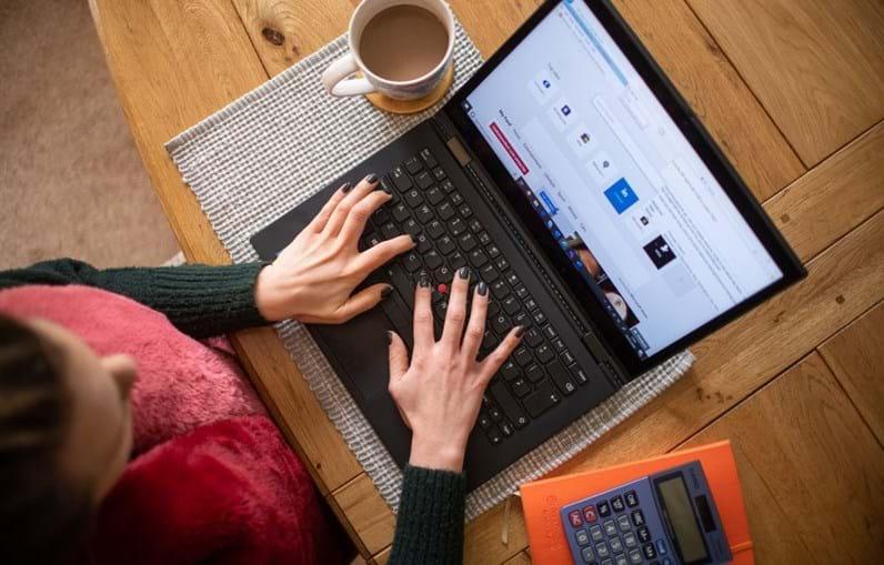 Mulher, computador