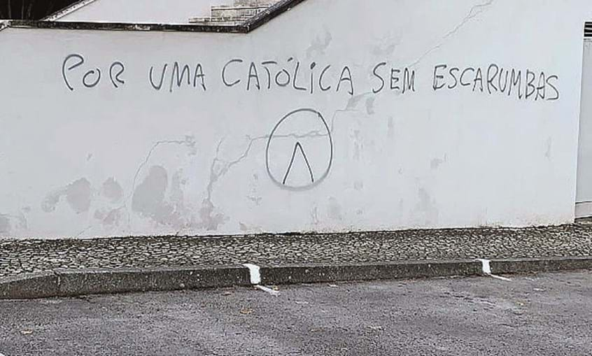 Mensagens racistas em escolas e universidades de Lisboa e Loures