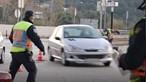 Carro não pára em Operação Stop e quase atropela polícias em Coimbra. Veja o vídeo