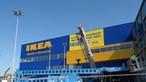Troca códigos de barras de almofadas para tentar comprar sofá por 10 euros em Matosinhos
