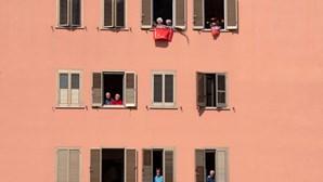 Europeus regressam gradualmente ao confinamento devido à Covid-19