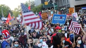 Ruas cheias em várias cidades dos EUA para festejar vitória de Biden nas presidenciais. Veja as imagens
