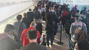 Caos no aeroporto de Lisboa com greve no SEF e testes à Covid-19