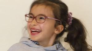 A luta de Maria: Menina de 6 anos sofre de mutação genética rara