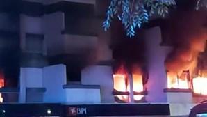 Trinta bombeiros não viram cadáver de homem em fogo no Estoril