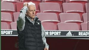 Jorge Jesus quer novo médio-defensivo no Benfica