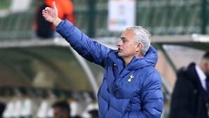 José Mourinho desiludido com jogadores por infringirem protocolo devido à Covid-19