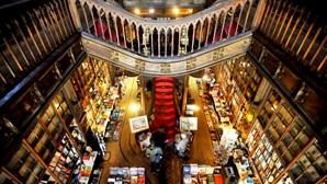 """APEL pede que Governo levante proibição de venda de livros em livrarias e fala em """"discriminação"""" de """"um bem essencial"""""""