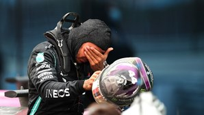 Lewis Hamilton em lágrimas ao conquistar 7.º título mundial de Fórmula 1. Veja as imagens