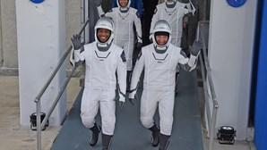 Quatro astronautas a caminho da estação espacial na primeira missão da SpaceX