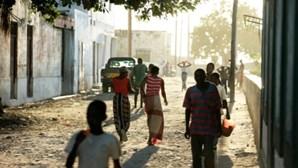 Instrutores acusados de engravidar candidatas a polícia em Moçambique expulsos da corporação