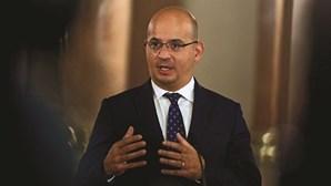 """Medidas de apoio a empresas e emprego mantêm-se """"custe o que custar"""", garante ministro das Finanças"""