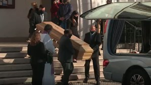 Amigos e família despedem-se de pai e filha grávida mortos à facada em Torres Vedras